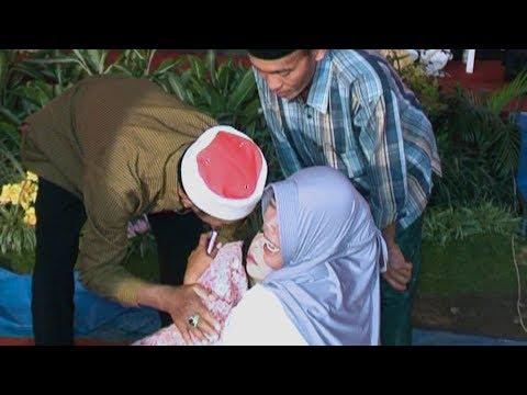 Detik2 pingsannya seorang ibu ketika prosesi sungkeman di acara Akad Nikah