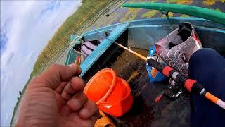 Рибалка з човна в селі Усичі