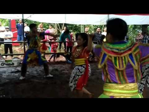 Kesenian jathilan campursari Turonggo Mudo Wahyu Manunggal (Gimbal Kuncoro/S. KcK)