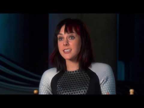 """The Hunger Games: Catching Fire: Jena Malone """"Johanna Mason"""" On Set Interview"""