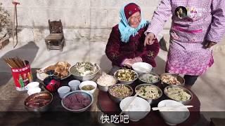 95歲老太太真虔誠,除夕吃飯的時候還要磕頭,年輕人都忘了! 【盧保貴視覺影像】