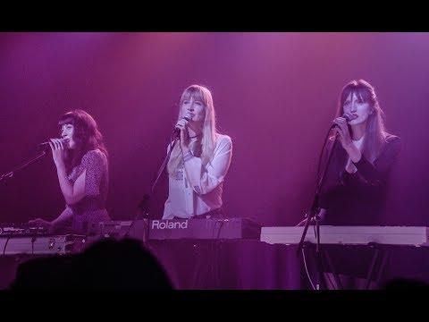 "Au Revoir Simone - ""A Violent Yet Flammable World"" (Twin Peaks 2017)"