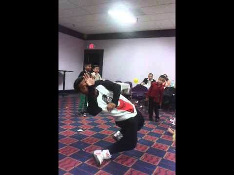 Dubstep dance to chain hang low