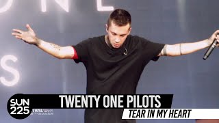 Twenty One Pilots - Tear In My Heart + 조쉬 한국어 인사 @ Ansan M Valley Rock Festival 2015