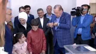 Cumhurbaşkanı Erdoğan Oyunu Torunlarıyla Birlikte Kullandı
