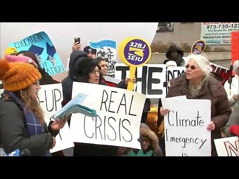 أمريكيون يتظاهرون ضد إعلان ترامب الطوارئ الوطنية لأجل عيون الجدار …  - 22:53-2019 / 2 / 18