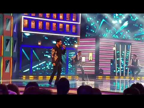 Atif Aslam Calling his wife on stage for singing
