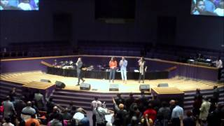 Vashawn Mitchell-Worship Medley!!!(A MUST SEE)