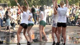 Конкурс мокрые майки Car'n'Girl 2011 ч.5(21 мая, в субботу, в Киеве на внутренней парковке РЦ Блокбастер прошел фестиваль Car'n'Girl, где собрались самые..., 2011-05-25T17:57:22.000Z)