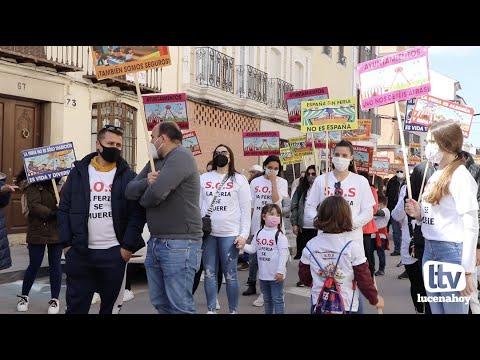 VÍDEO: El sector de la feria vuelve a reclamar su vuelta a la actividad desde las calles de Lucena