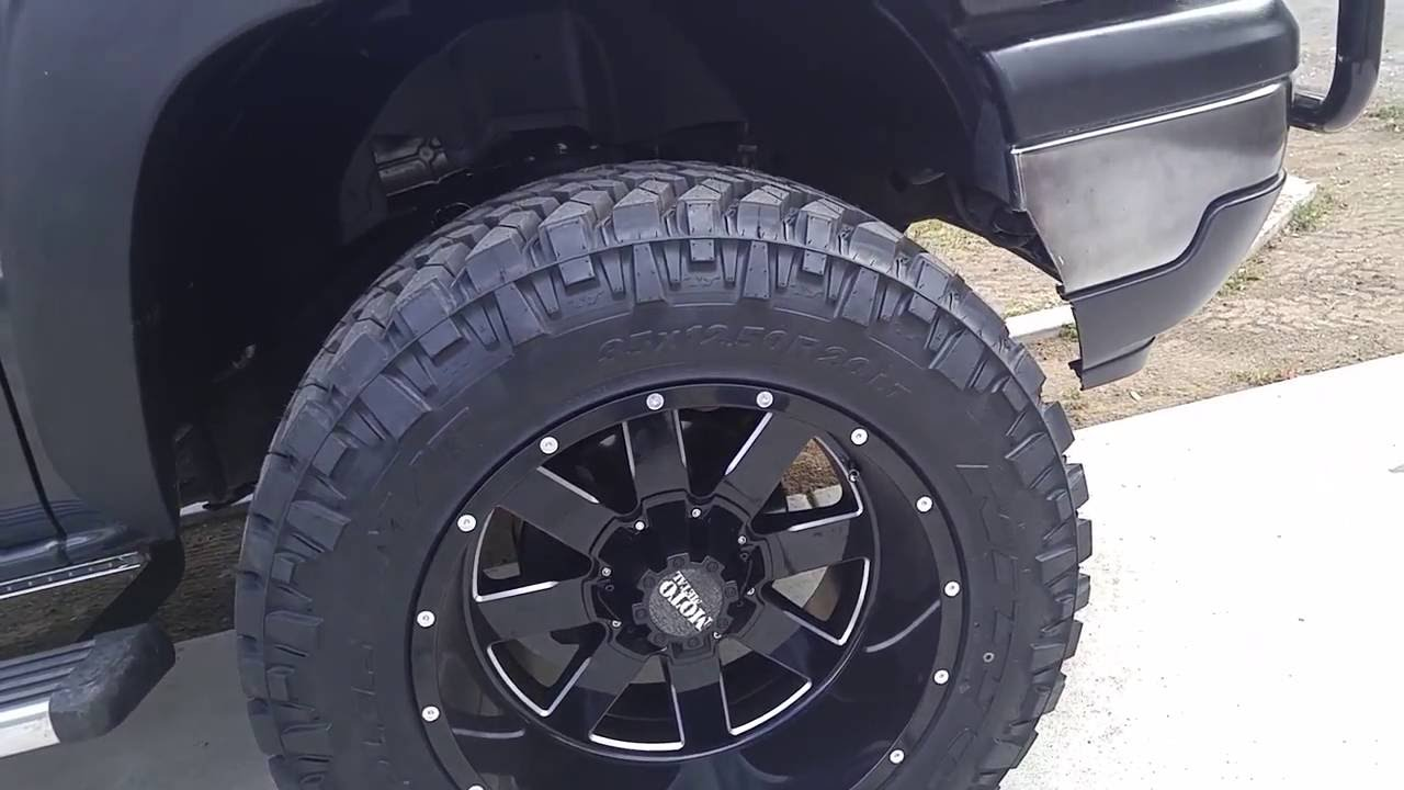 20x12 moto metal 962s on 35's nitto trail grappelers - YouTube