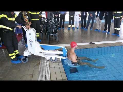 Piscina dimostrazione sollevatore per disabili youtube - Sollevatore piscina per disabili ...