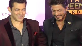 Salman Khan & Shahrukh Khan BOND @ Star Screen Awards 2016 | VIDEO