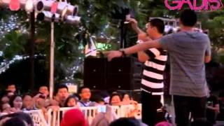 RAN - Pandangan Pertama (Live at GADIS School Fashion Rocks 2012)