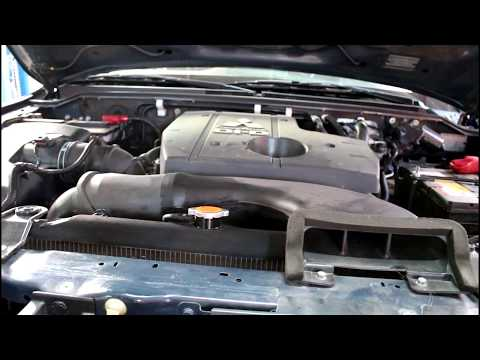 Mitsubishi Pajero 2008 Мицубиси Паджеро 3,2 литра Замена охлаждающей жидкости в двигателе