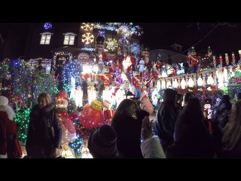 ⁴ᴷ Walking Tour of the 2017 Dyker Heights Christmas Lights in Brooklyn, NYC during Christmas Eve