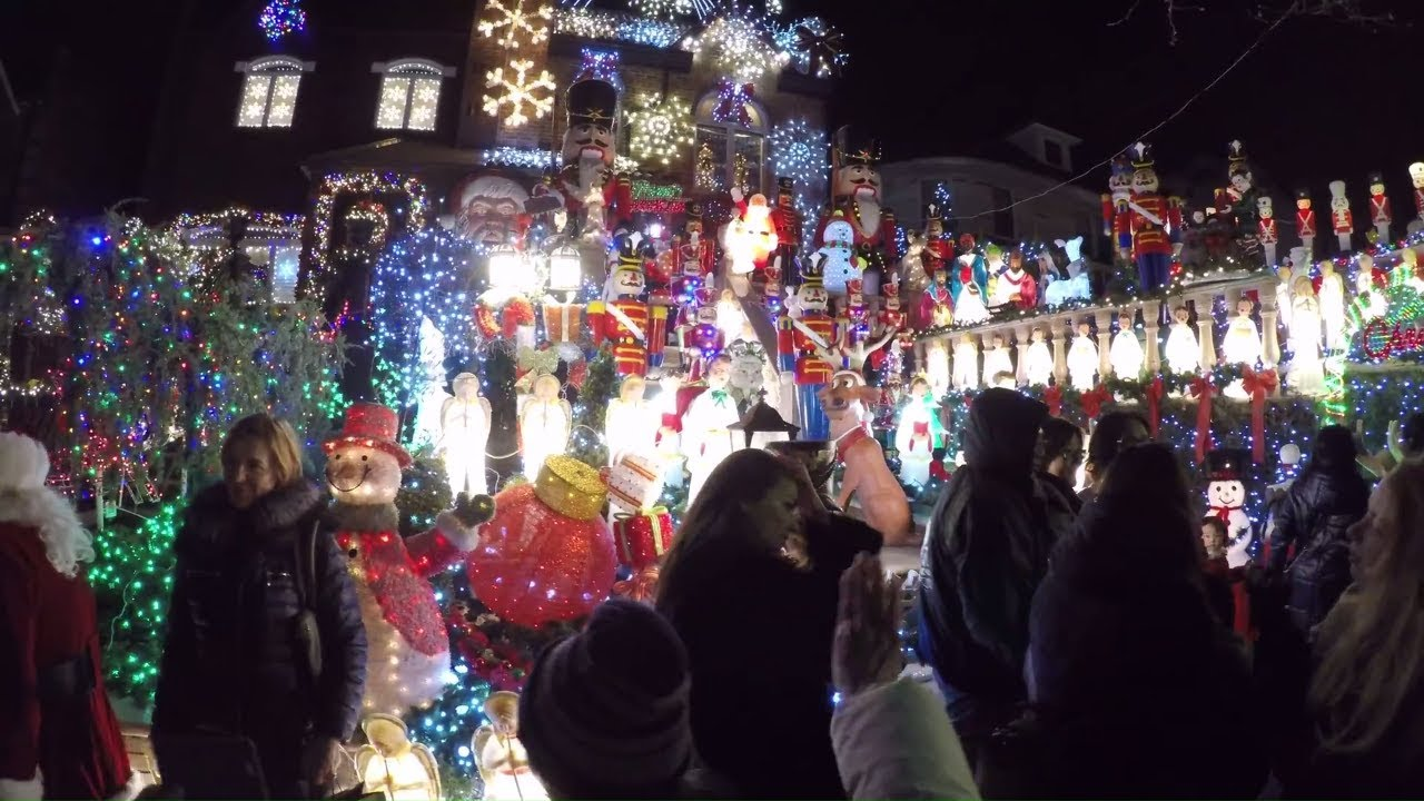 walking tour of the 2017 dyker heights christmas lights in brooklyn nyc during christmas eve