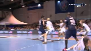 Jeffrey M'tima knocks down Dominik Klein - PSG Handball - THW Kiel 16.11.2014