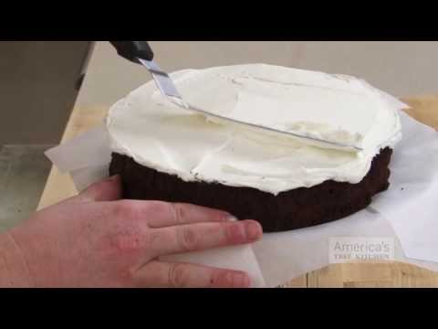 Frost Cakes the Easy Way with a Mason Jar (and a Cake Pan)