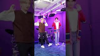 Youngjae & Changmin doing the #VibinChallenge tiktok  갓세…