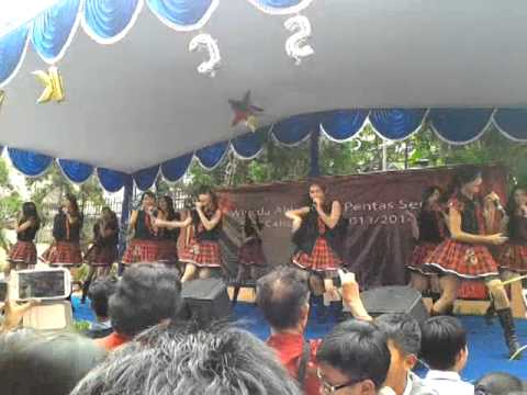 JKT 48 perform on Cahaya Sakti School 5/26/14 (1)