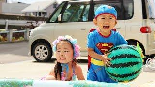 プール遊びを楽しむRino&Yuuma thumbnail