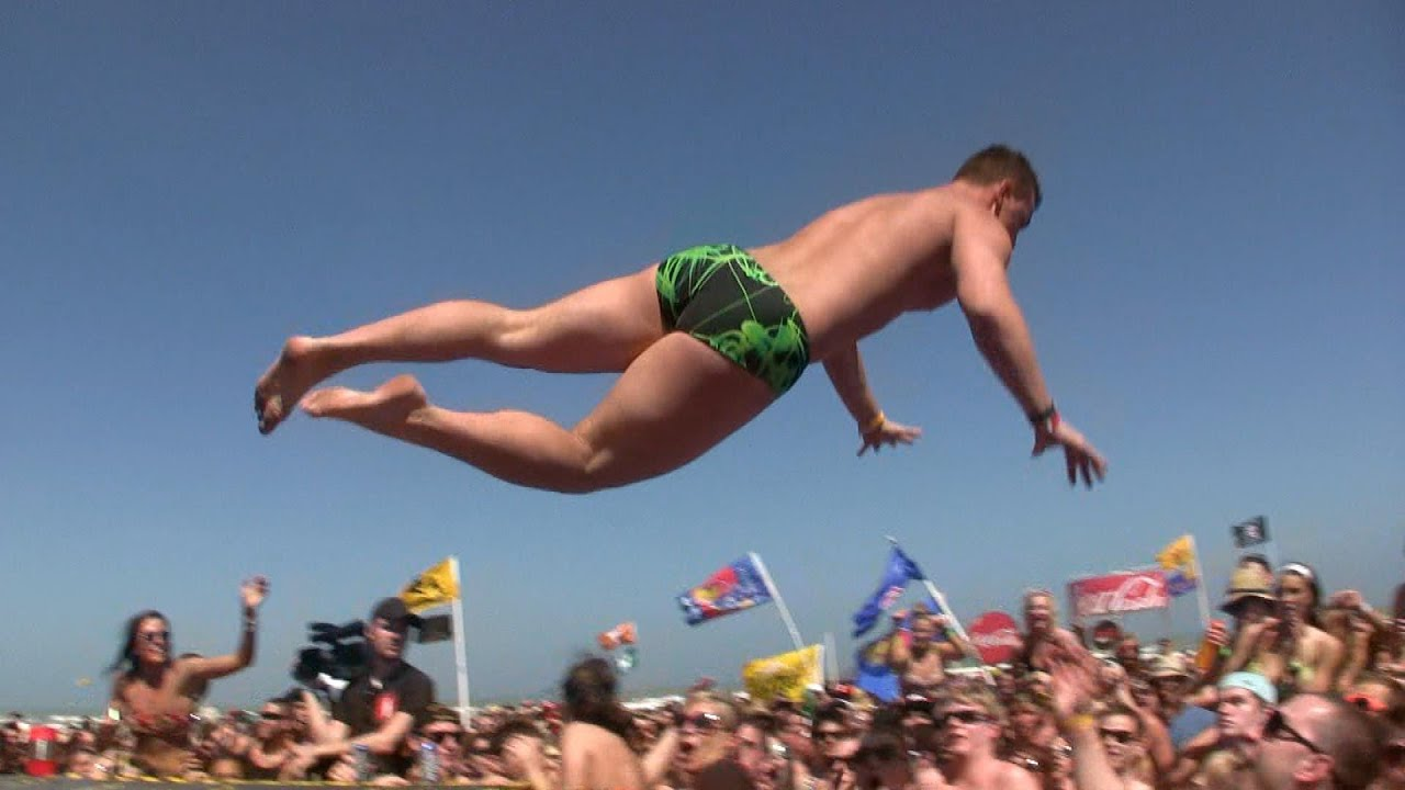 Girls Wearing Bikinas Wallpaper Guy Dives Into Crowd Stage Dive Fail Youtube