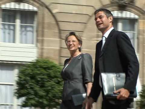 Sarkozy reshuffles French cabinet