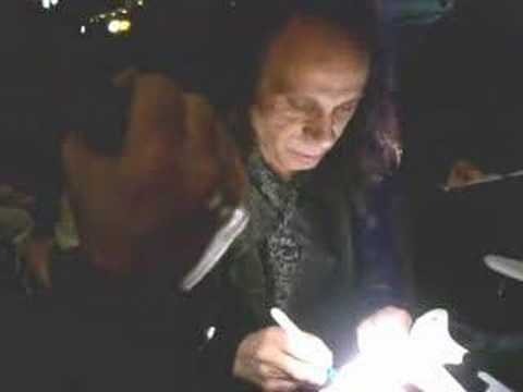 Ronnie James Dio Slams Vivian Campbell as he signs autograph