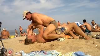 Пьяная борьба на пляже - прикол - ржач