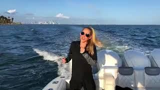 Анна Курникова танцует на яхте под под новый трек Энрике El Bano