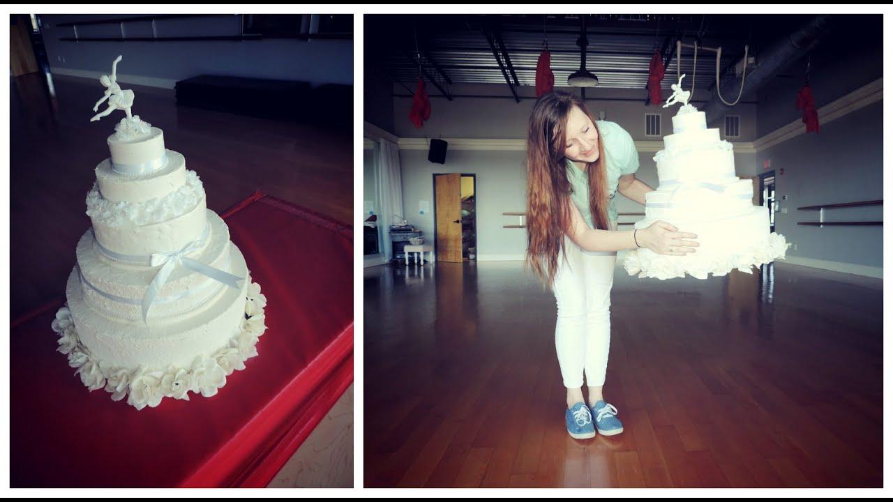 How to make dummy wedding cakes