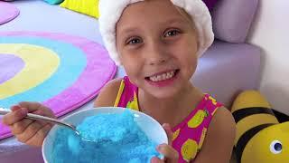 Alicia y la pequeña Eva quieren saltar en el trampolín y jugar con papá YouTube Videos