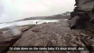 Hilarious reaction from boyfriend when lightning Bolt hits in Sydney - With Subtitles