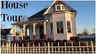 Gambar cover HOUSE TOUR! Victorian/Vintage Style House