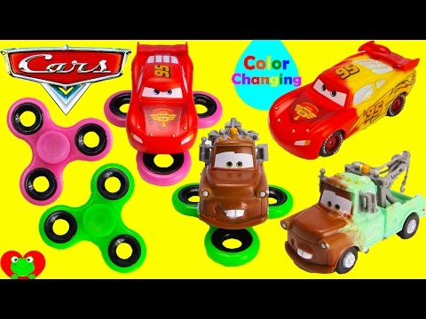 Mater e a Luz Fantasma HD Disney Cars Mater is chased by a Giant Flag Lightning McQueen through Radiator Springs who is the big brother of Lightning,