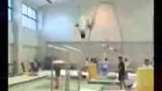 5 самых невообразимых трюков в гимнастике(5 самых опасных и невообразимых трюков в гимнастике http://flashtv1ful.jimdo.com/ - здесь все видео!, 2012-08-14T13:15:07.000Z)