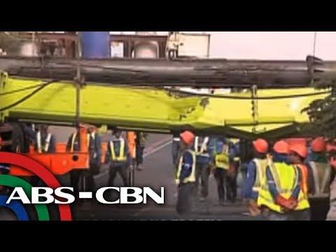 Bandila: Nakahambalang na crane, nagdulot ng mabigat na traffic sa Taguig