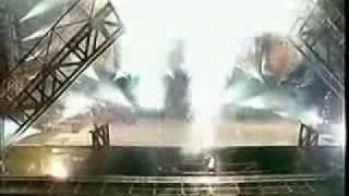 Michael Jackson Earth Song Munich 1999.He has an accident,the bridge COLLAPSE and he hurts his back