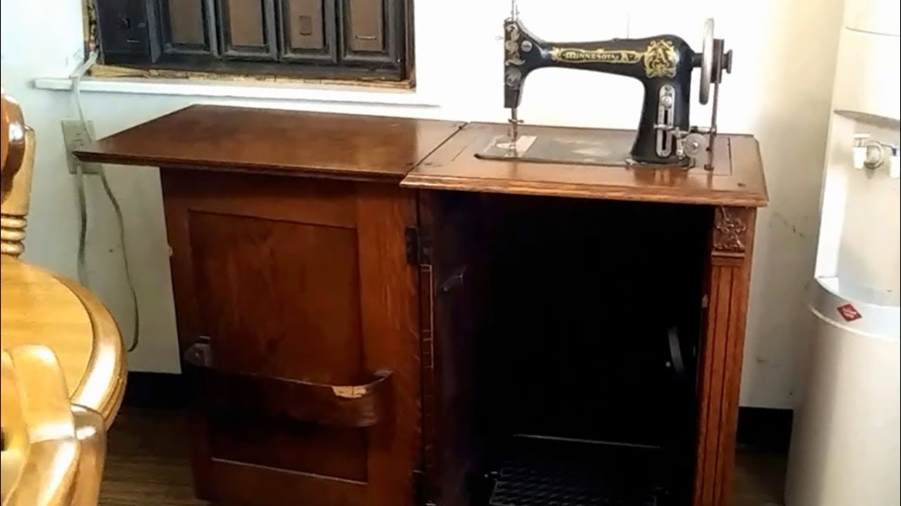 Treadle Sewing Machine Ornate Tiger Oak
