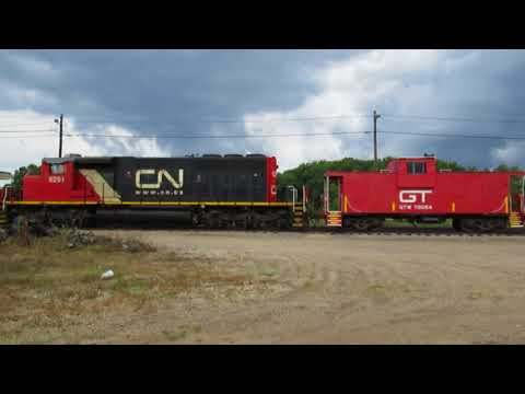 Wide angle view of CN SD40-2W diesel locomotive and GTW caboose turned into platform.