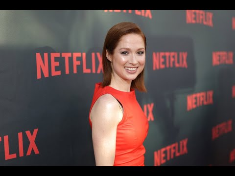 Actress Ellie Kemper apologizes for participating in gala with 'racist ...
