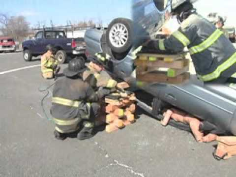Lifting a rollover with airbags