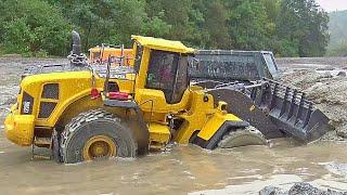 Heavy Rain at teh Big Construction Zone! Volvo Loader Work In Mud// MAZ537