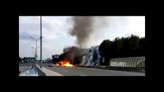 Ужасные взрывы грузовика, везшего 100 газовых баллонов по Москве(, 2013-07-15T14:50:06.000Z)