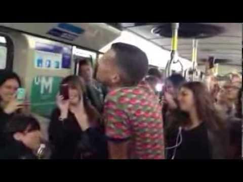 Stromae chante Formidable dans le métro de Montréal #STM #Stromae