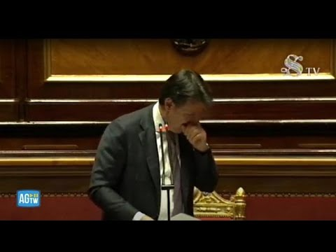 Attacco di tosse in Senato (senza mascherina), Conte accorcia il discorso: «Ho delle difficoltà»