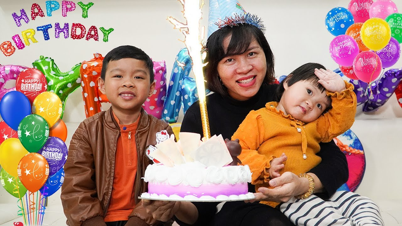 Happy birthday to Mom surprise gift and cake from Baby and Brother - Birthday song nursery rhymes