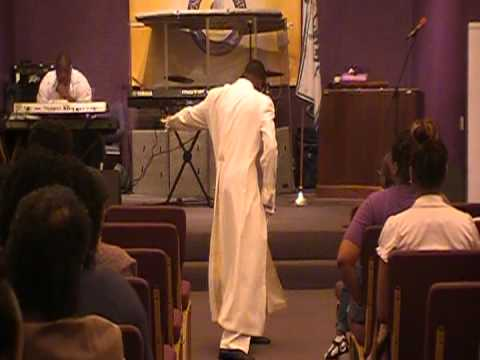 """ROLAND BYRD.JR MIMING TO """"SAFE IN HIS ARMS """" BY VICKIE WINANS / 2O12"""