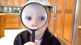 Настя играет в детектива и ищет сюрпризы